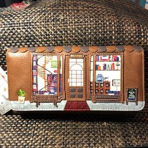Handbags - Beautiful brown clutch